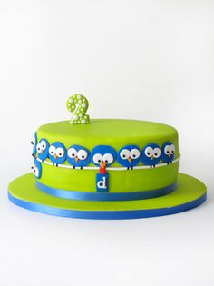 Love these little birdies around the cake.  Notice the one on the left that's hanging upside down?  What a cute touch!