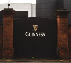 You can't visit Dublin without visiting the Guinness Storehouse! Here's a guide to help you get the most out of your visit to the attraction in Ireland. Connemara, Scotland Travel, Ireland Travel, Leprechaun Museum, Shelbourne Hotel, Bucket List Europe, Bus Number, Guinness Storehouse, Classic Cars