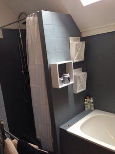 """Met Betonverf een """"oude"""" badkamer helemaal opgepimpt. -Eerst ontvet en daarna gewoon geverfd goed drogen en het blijft perfect zitten..."""
