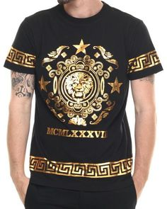 Vintage Italian Print s/s tee - that should be mine! Versace Fashion, Versace Men, Best T Shirt Brands, Gents Kurta, Versace Perfume, Versace T Shirt, Men With Street Style, Cool Shirts, Shirt Style