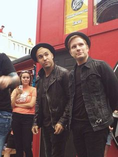 PETE WENTZ DRESSED LIKE PATRICK STUMP I REPEAT PETE WENTZ DRESSED LIKE PATRICK STUMP SOMEONE HELP I CANT EVEN<<< Relax, we all feel the same way.<<DONT PANIC! NO, NOT YET<omg