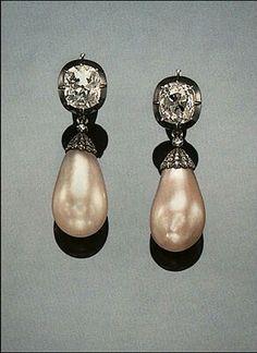 Llan Valls selection of Fine Art Jewelry. https://www.facebook.com/llanvallsjewelry