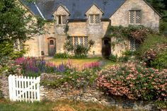 cottages at Minster Lovell, a typical Cotswold village | by Jay Tilston