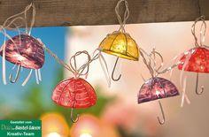 Sommerliche Lichterkette mit bunten Schirmchen