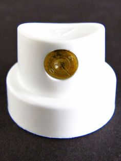 Gold Dots caps. For soft and thin lines. Great for fadings. Fits on: Molotow Premium, Molotow High Pressure, Ironlak, Flame, Montana and Belton cans.