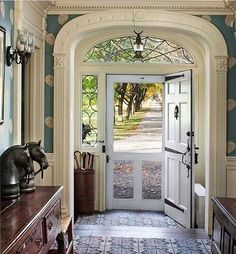 Wish I had picked this for my front door. Really miss having a screen door. The Dutch door would have been perfect.