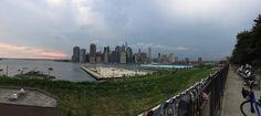 E quando chegar ao Brooklyn Bridge Park aprecie a vista de Manhattan e da estátua da Liberdade!