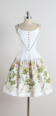 Field Daisy . vintage 1950s dress . vintage by millstreetvintage
