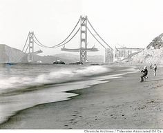 Fishermen on Baker Beach enjoy the view of the Golden Gate Bridge under construction, San Francisco, California, (Photo by Underwood Archives/Getty Images) Ponte Golden Gate, Golden Gate Bridge, Old Pictures, Old Photos, Famous Photos, Antique Photos, World Icon, Bridge Construction, Construction Business