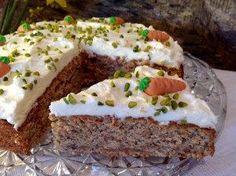 Passend zur Osterzeit ein saftiger Kuchen mit Möhren, Walnüssen und einem frischen Topping. Durch die Gewürze bekommt der Kuchen eine ganz besondere Note.