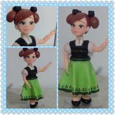 Personagens princesas Disney - modelagem avançada.  De 15cm a 22cm. #topodebolo #topo #disney #princesasdisney #princesas #biscuit #sabrinafilgueira #artesa #procelanafria