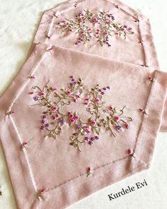 Fotoğraf açıklaması yok. Herb Embroidery, Silk Ribbon Embroidery, Embroidery Stitches, Embroidery Patterns, Christmas Runner, Thread Work, Handicraft, Needlework, Cross Stitch