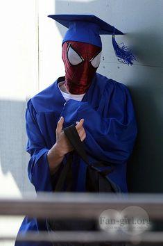 amazing spiderman 2 on set photos   The Amazing Spider Man 2: Tanda de imagenes de la graduación de Peter ...