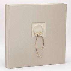Βιβλιο ευχων Ιβουαρ με στεφανάκι Στο ίδιο σχεδιο διατίθεται κ αλμπουμ γαμου