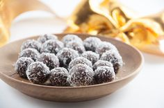 No-Bake Marzipan Rum Balls + Holiday Cookie Party (vegan & gluten-free) Delicious Cake Recipes, Raw Food Recipes, Yummy Cakes, Cooking Recipes, Vegan Sweets, Vegan Snacks, Vegan Desserts, Marzipan, Vegan Christmas Cookies