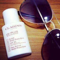Hoy hace un día de lujo en Valencia. Me encanta este protector solar de Clarins ;), ¿lo conocéis? // I love it! It's a perfect sun protection by Clarins. Today is amanzin day in Valencia.