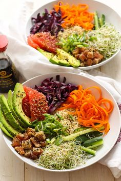 25 Delicious Easy Poke Bowls - This Tiny Blue House Are looking for some delicious, gorgeous and easy Poke bowl inspiration? Here are over 20 crazy delicious poke bowls that offer up a healthy meal in a snap. Poke Bowl, Seafood Recipes, Dinner Recipes, Cooking Recipes, Tuna Recipes, Ahi Tuna Recipe, Asian Recipes, Healthy Recipes, Healthy Meals