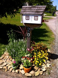 60 Cheap and Easy landscaping Front Yard Curb Appeal Ideas ~ Mailbox Planter, Brick Mailbox, Mailbox Garden, Diy Mailbox, Mailbox Landscaping, Landscaping Ideas, Mailbox Ideas, Mulch Landscaping, Wooden Mailbox
