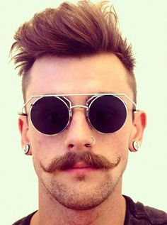 What is Handlebar mustache? Learn all these plus 40 coolest handlebar mustache styles to rock. Handlebar Mustache, Beard No Mustache, Hipster Mustache, Beard Styles For Men, Hair And Beard Styles, Moustache En Crocs, Pelo Hipster, Hipster Haircut, Beard Styles
