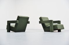 Gerrit Thomas Rietveld Utrecht Chairs Metz & Co, 1961 5 Cool Furniture, Modern Furniture, Furniture Design, Eames Chairs, Upholstered Chairs, Single Sofa Chair, Low Chair, Pierre Jeanneret, Modern Chairs