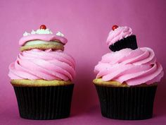 Cookie and Mini Cupcake ON TOP OF cupcakes!