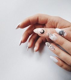 Nail art Christmas - the festive spirit on the nails. Over 70 creative ideas and tutorials - My Nails Heart Nail Art, Heart Nails, Round Nails, Oval Nails, Cute Nails, Pretty Nails, Hair And Nails, My Nails, Round Nail Designs