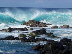 Waves crashing against the rocks on the shoreline at Ho'okipa Beach Park. Ocean Scenes, Beach Scenes, Waves Photography, Nature Photography, Portrait Photography, Wedding Photography, Ocean Rocks, Sea Photo, Beautiful Ocean
