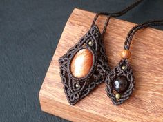 * Name of the stone : Sun stone * Size of the stone : 1.8 × 1.3 cm (Size of the pendant : 5.0 × 3.4cm) * Color of the cord : Dark Brown * Length