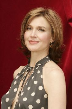 Brenda Strong Photos - Actress Brenda Strong poses during a photo call at the Television Festival of Monte Carlo on July 2005 in Monte Carlo. Marissa Tomei, Brenda Strong, Photography Movies, Desperate Housewives, Flawless Face, Female Actresses, Strong Hair, Monte Carlo, Beautiful Ladies