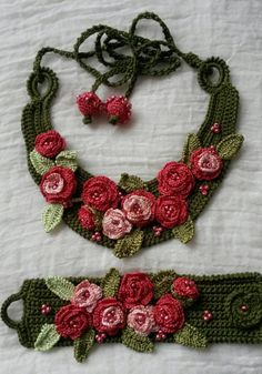 Knitted necklace olive green with dark-pink roses by ElManyEl