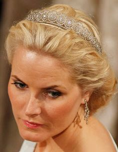 Crown Princess Mette-Marit of Norway received the diamond daisy tiara made in ca. 1910 as a wedding present from King Harald and Queen Sonja in 2001.