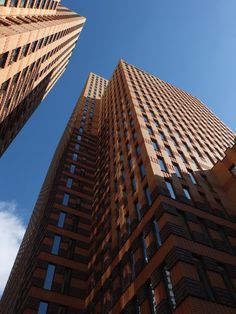 De Zuidas in Amsterdam, hoge torens! https://www.hotelkamerveiling.nl/hotels/nederland/hotel-amsterdam.html
