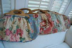 vintage knitting bags.....I had one of these years ago but didn't really know what it was. Thought it was an unusual purse.