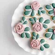 Cookie Icing, Royal Icing Cookies, Iced Cookies, Sugar Cookies, Biscuits, Flower Cookies, Custom Cookies, Cupcake Cakes, Cupcakes