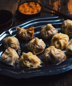 I decided to include two dim sum recipes on this page. Have fun and bon appétit! The homemade dough gives about 60 raviolis and each recipe gives about 40 Hoisin Sauce, Dim Sum, Hors D'oeuvres, Mets, Fish Sauce, Ravioli, Chinese Food, Bon Appetit