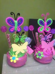 Resultado de imagen para centros de mesa infantiles de flores y mariposas Butterfly Birthday Party, Luau Birthday, Birthday Parties, Diy And Crafts, Crafts For Kids, Pipe Cleaner Crafts, Birthday Centerpieces, Butterfly Decorations, Fancy Nancy