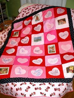 Disney cruise autograph memory quilt - what an awesome idea! Disney World Trip, Disney Vacations, Disney Trips, Cruise Vacation, Disney Autograph Ideas, Disney Quilt, Disney Cruise Line, Disney Crafts, Deko