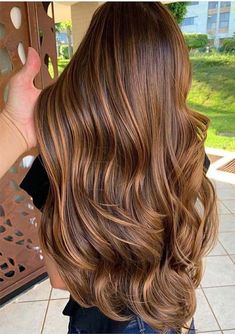 Most Favorite Melted Caramel Shades in 2019 chestnut hair color - Hair Color Most Favorite Melted Caramel Hair Color Shades In 2019 Brown Hair Balayage, Brown Hair With Highlights, Brown Hair Colors, Auburn Highlights, Brunette With Caramel Highlights, Caramel Balayage Brunette, Chestnut Hair Colors, Light Brown Hair Lowlights, Lighter Brown Hair Color