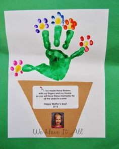 Mothers Day Handprint Flowers Moms and grandmas will love the kids' handprint and footprint crafts for Mother's Day! We all love handprints and footprints from infants. But did you know that all of those dirty marks on your walls Easy Mother's Day Crafts, K Crafts, Mothers Day Crafts For Kids, Daycare Crafts, Fathers Day Crafts, Classroom Crafts, Mothers Day Cards, Toddler Crafts, Flower Crafts