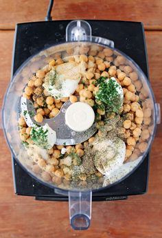 This healthy Ranch Hummus combines the flavors of two veggie dip faves in one! A serving is just 73 calories or ZERO Weight Watchers Freestyle SmartPoints! Healthy Appetizers, Healthy Snacks, Healthy Eating, Healthy Recipes, Vegetarian Recipes, Weight Watchers Snacks, Weight Watchers Hummus Recipe, Ww Recipes, Recipes