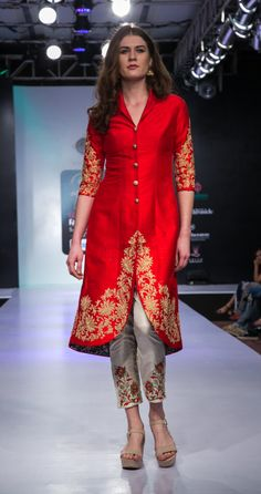 indian designer wear Photo By RaniPink Studio - Bridal Wear Kurta Designs Women, Kurti Neck Designs, Kurti Designs Party Wear, Blouse Designs, Salwar Designs, Pakistani Dresses, Indian Dresses, Indian Outfits, Pakistani Clothing