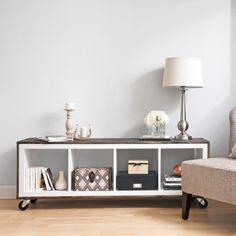 Fabriquer un meuble de style rustique - En étapes - Faire soi-même - DIY - Pratico Pratiques Diy Rangement, Succulent Wall Art, Style Rustique, Kallax, Decoration, Diy Furniture, Entryway Tables, Cabinet, Storage