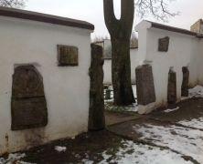 Niezwykły cmentarz http://mlodywschod.pl/przestrzen-miasta/czy-slyszeliscie-o-nietypowym-protestanckim-cmentarzu/