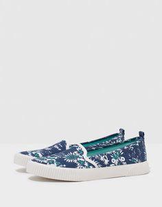 Wsuwane buty BSK w motywy palm - Bershka - Bershka Polska
