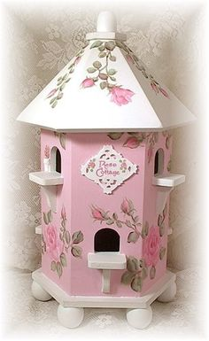 Shabby and sweet Rose Cottage House Rose Cottage, Shabby Cottage, White Cottage, Cottage House, Cottage Chic, Decoupage, Motifs Roses, Bird Houses Painted, Bird Boxes