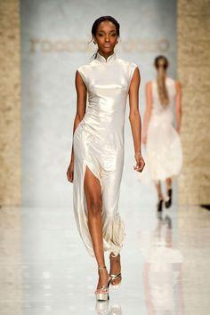 Roccobarocco at Milan Fashion Week Spring 2013 - Livingly Fashion Shoot, Fashion Dresses, White Fashion, Modern Fashion, Oriental Fashion, Perfect Wedding Dress, Cheongsam, Ao Dai, Chinese Style