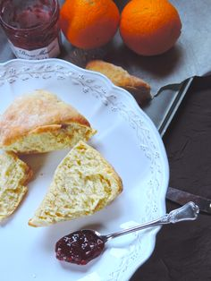 Scones with marmelade