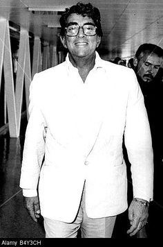 """Dean with his personal valet and assistant, Roger in the background. Quote from the book Beyond Our Wildest Dreams. """"Roger, said that Dean liked to have a hotel room where he could sneak backstage without using many common areas or elevators. Martin King, Dean Martin, Classic Singers, Golden Age Of Hollywood, Hollywood Stars, Classic Hollywood, Martin Show, Joey Bishop, Peter Lawford"""