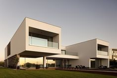 Casa PDR 385 - Situated in the Leiria district in Portugal, this modern single family house was designed in 2010 by Fra G Ment Os.