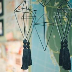 Himmeli mobiles are hip and make super stylish party decor. Learn how to assemble octahedrons for your himmeli mobiles in this tutorial.